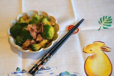 Recette de la salade de brocoli, jambon et bonite séchée