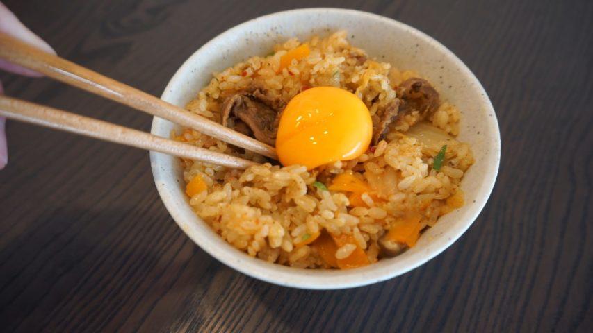Recette pour Rice Cooker : Riz au boeuf, kimchi et jaune d'œuf