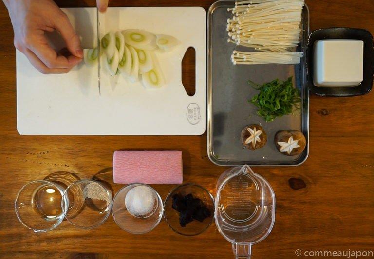 miso Udon step1 Udon au miso rouge poulet et légumes - Miso Nikomi Udon