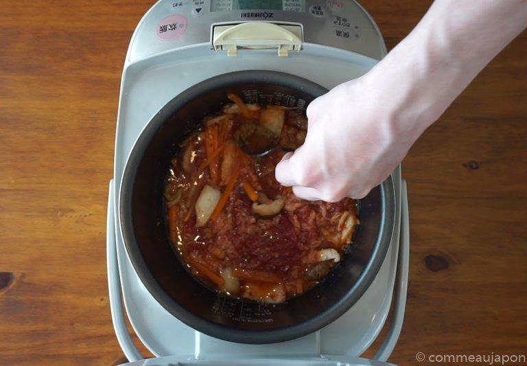 riceCooker Beef Kimchi etape 3 Recette pour Rice Cooker : Riz au boeuf, kimchi et jaune d'œuf