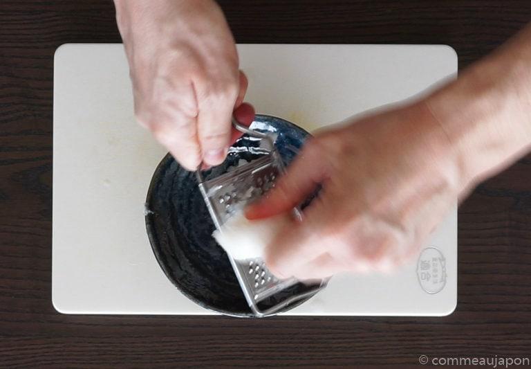 dashimaki dressage etape 1 Dashimaki - L'omelette roulée japonaise - Tamagoyaki