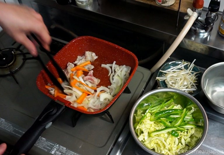 yakiSoba cuisson etape 2 1 Yakisoba - Nouilles japonaises sautées au porc et légumes - 焼きそば