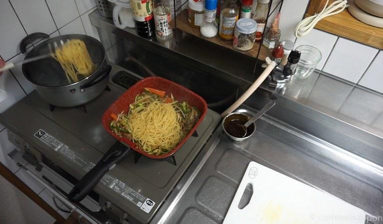 yakiSoba pasta Yakisoba - Nouilles japonaises sautées au porc et légumes - 焼きそば
