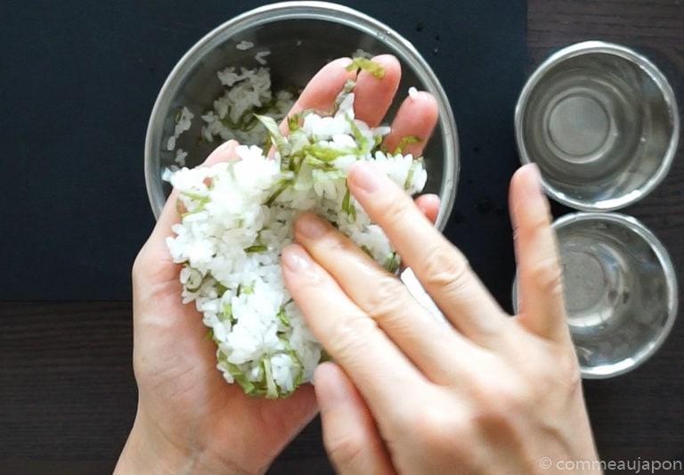 onigiri paume Onigiri - Les sandwichs de riz japonais