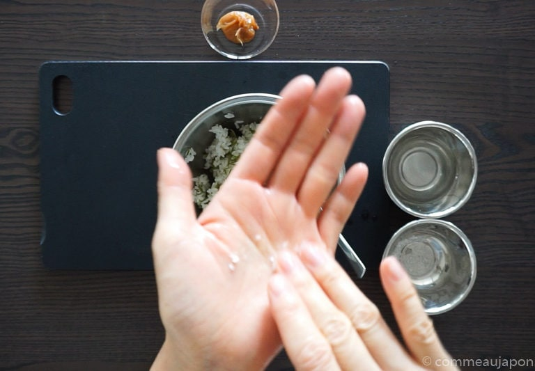 onigiri sel eau Onigiri - Les sandwichs de riz japonais