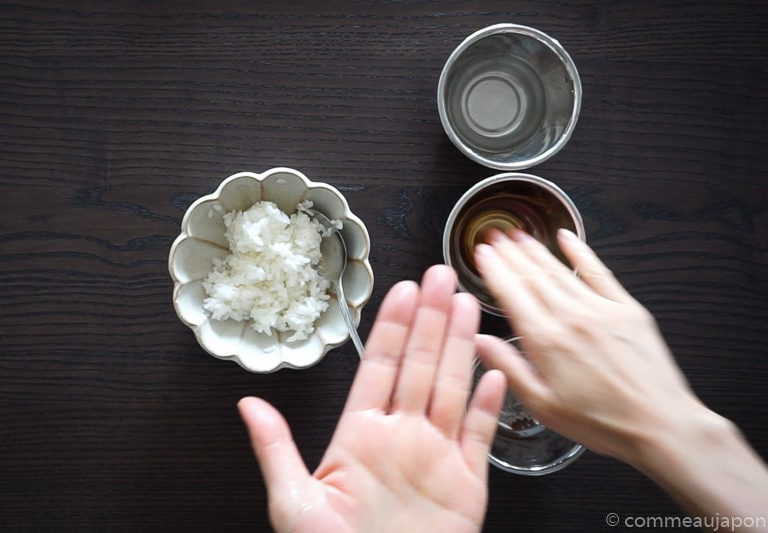 onigiri sesame oil Onigiri - Les sandwichs de riz japonais