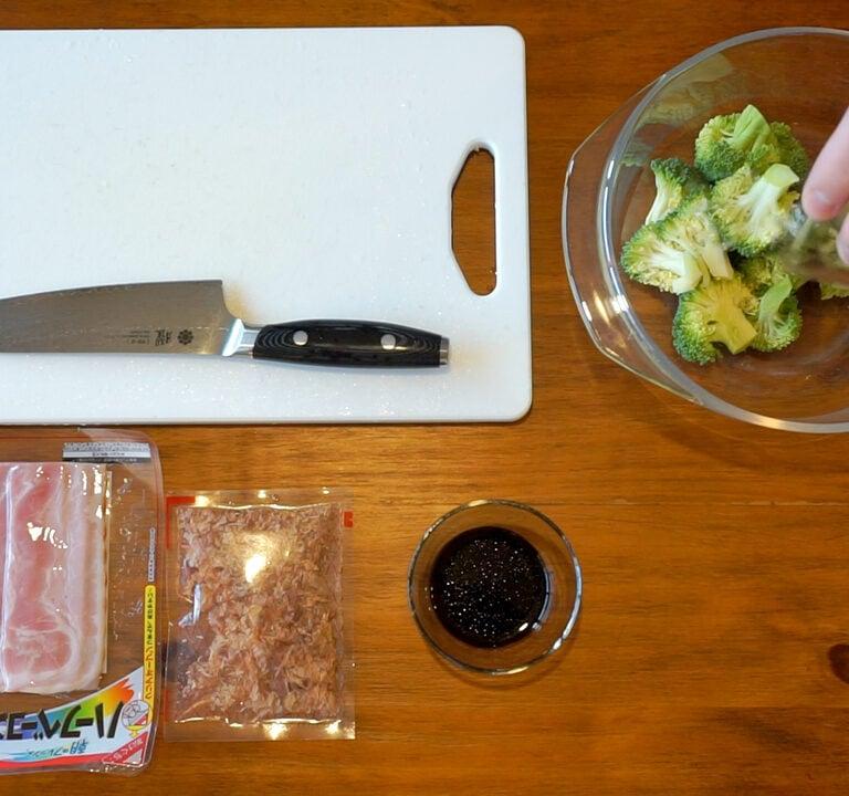 Untitled 1.3.2 Salade de brocoli, jambon et bonite séchée