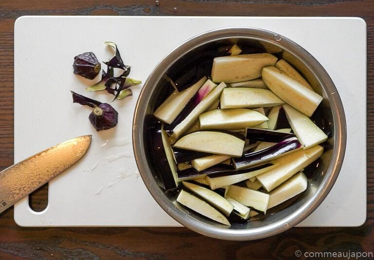 porc aubergine miso etape 1.1 1 Sauté de porc, aubergines et poivrons verts sauce miso piquante