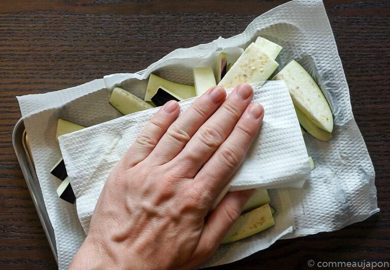 porc aubergine miso etape 4 Sauté de porc, aubergines et poivrons verts sauce miso piquante