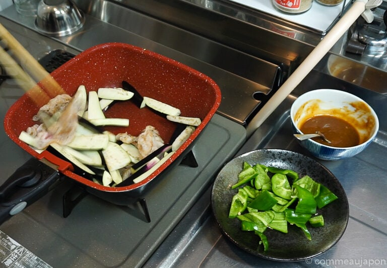 porc aubergine miso etape cuisson 2 Sauté de porc, aubergines et poivrons verts sauce miso piquante
