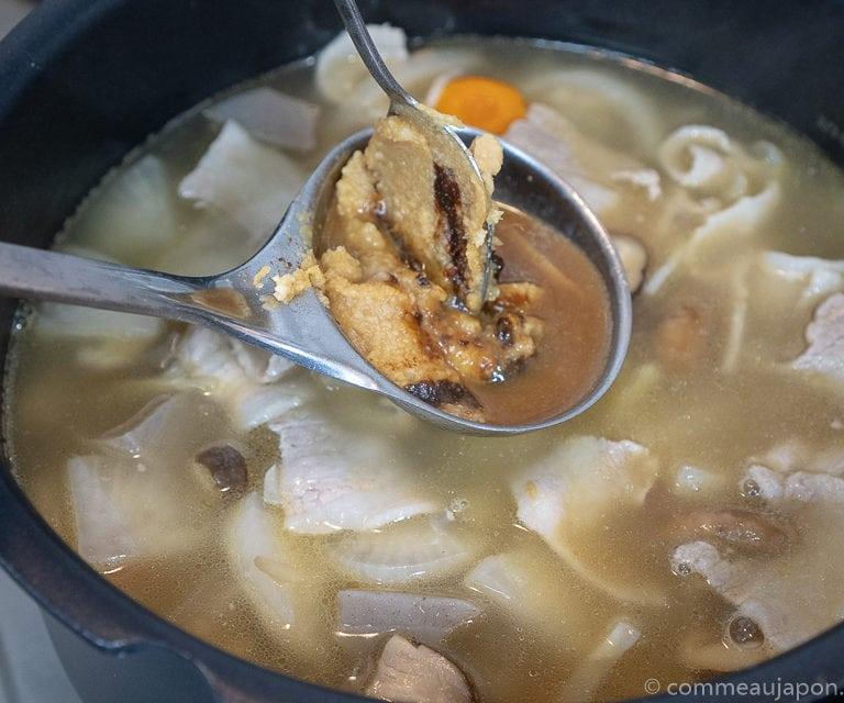 tonjiru etape recette 3 of 15 Tonjiru - Soupe miso au porc et légumes