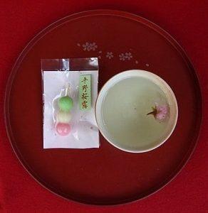Sakura dango et thé de sakura